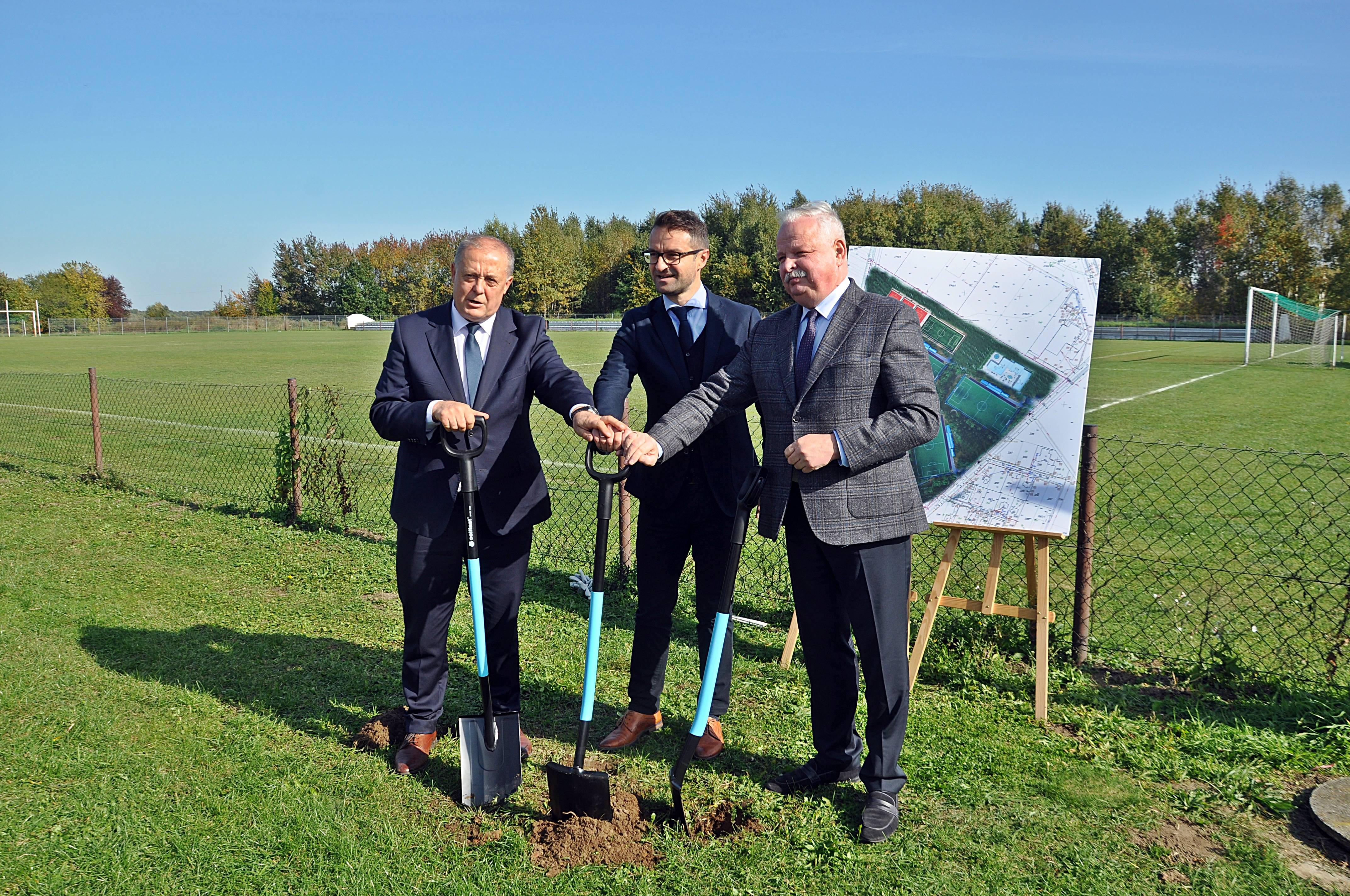 MIELEC: Rozpoczyna się budowa nowej bazy sportowej w Tuszowie Narodowym [WIDEO-ZDJĘCIA] - Zdjęcie główne
