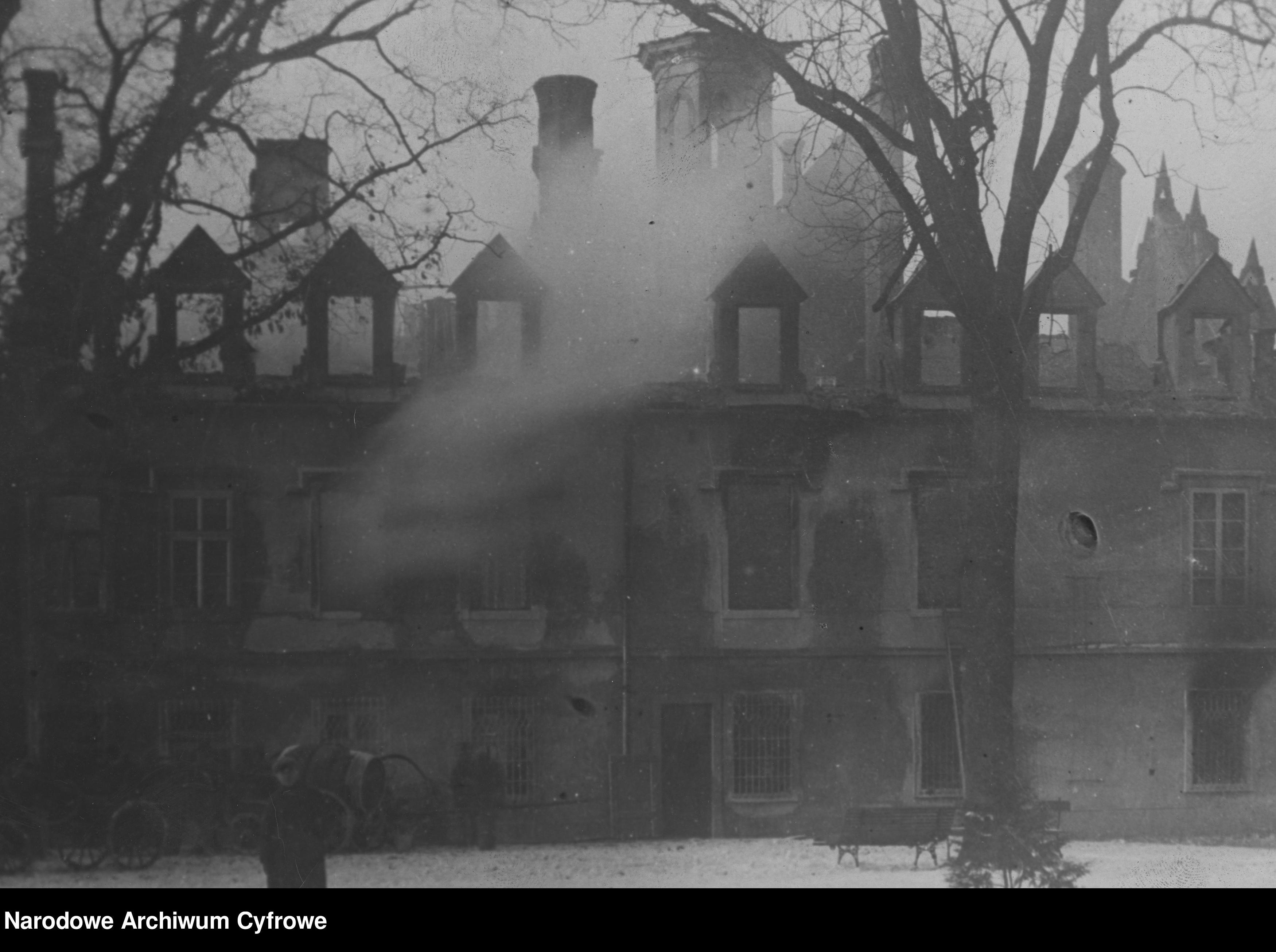 93 lata od wielkiego pożaru Pałacu Tarnowskich - Zdjęcie główne