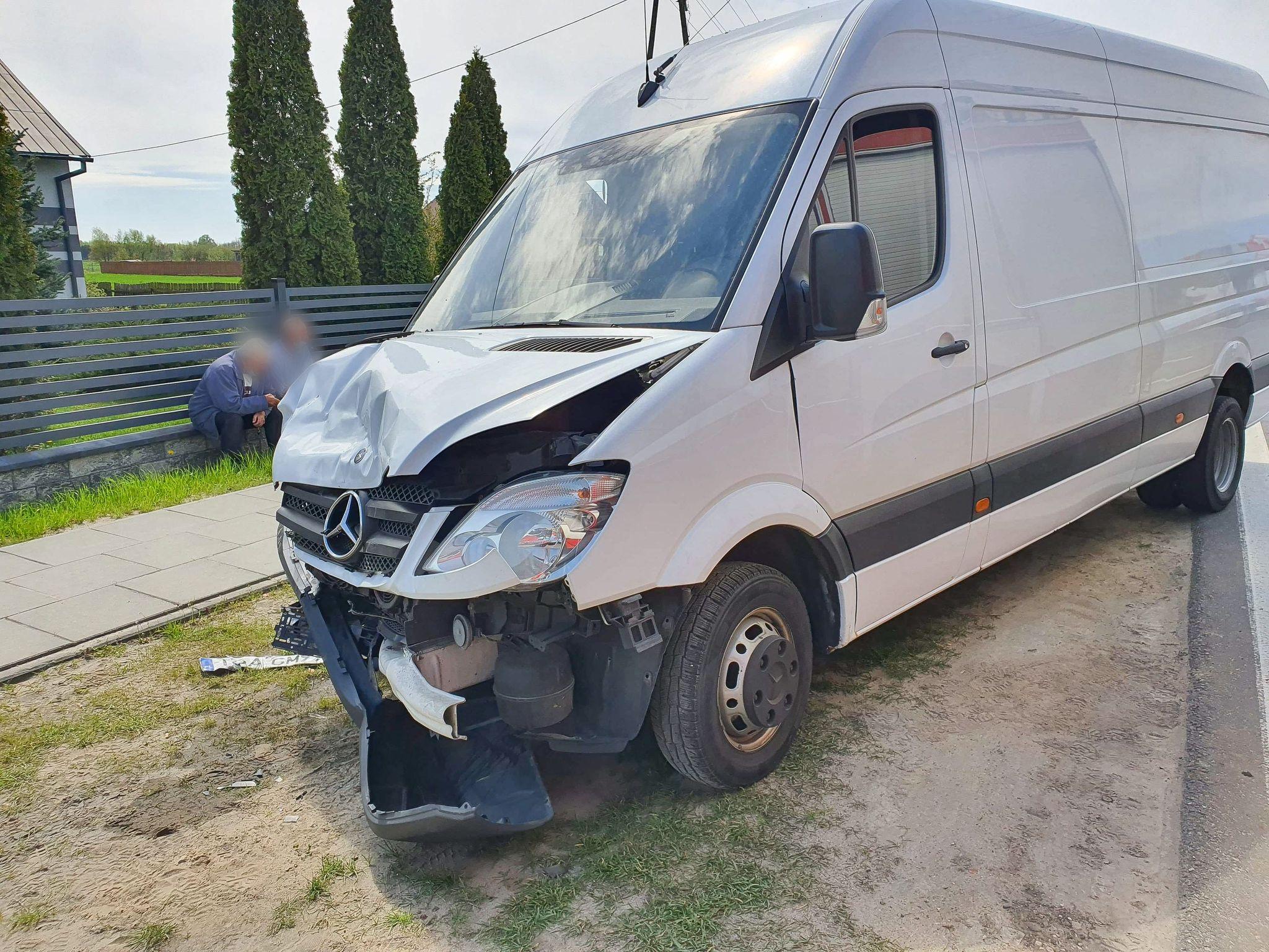 Utrudnienia na trasie Tarnobrzeg-Mielec. Zderzenie dwóch samochodów! [ZDJĘCIA] - Zdjęcie główne