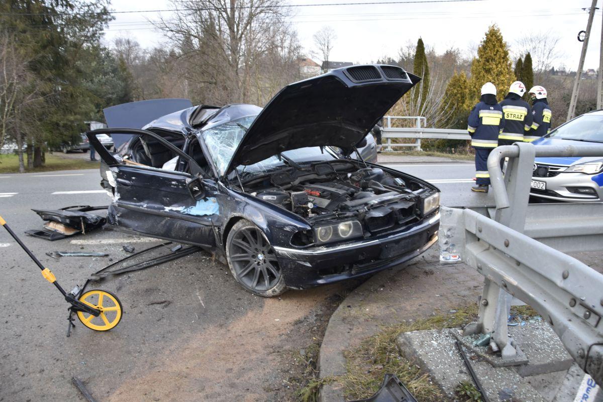 18-latkowie rozbili się BMW. Przyleciał śmigłowiec LPR - Zdjęcie główne