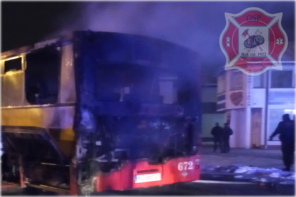 Nocny pożar autobusu MPK w Rzeszowie! - Zdjęcie główne