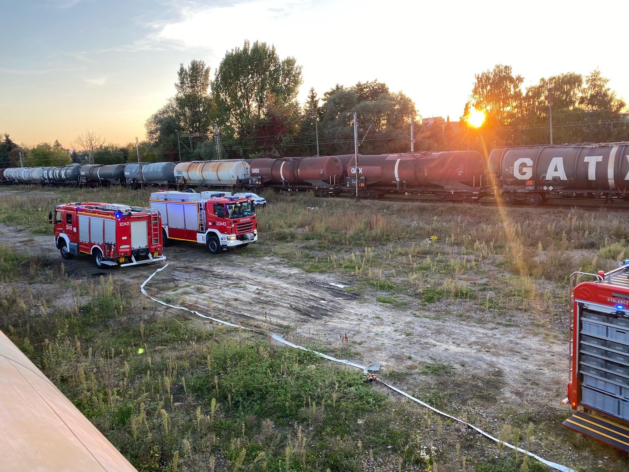 Wyciek oleju napędowego z cysterny kolejowej! [ZDJĘCIA] - Zdjęcie główne