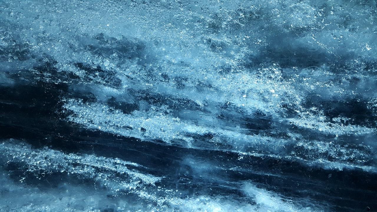 Lód załamał się pod wędkującym. Akcja ratowników na Wiśle! - Zdjęcie główne