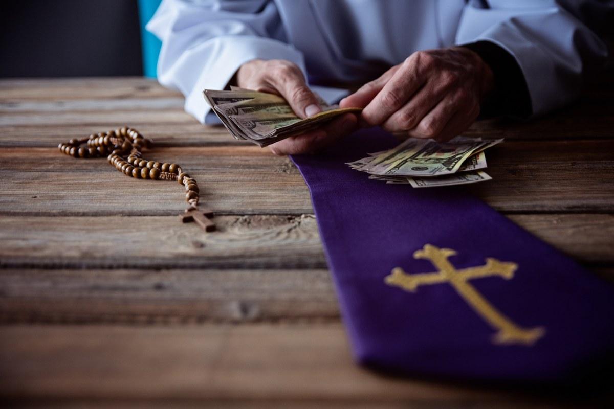 Więcej pieniędzy na Fundusz Kościelny! Tak sięga się do kieszeni podatników - Zdjęcie główne