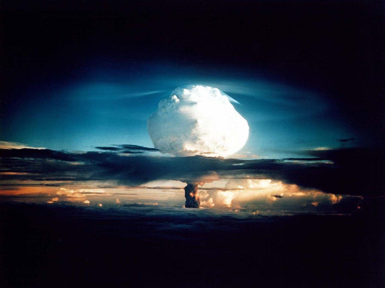 Eksplozja bomby Ivy Mike, test bomby wodorowej 1 listopada 1952 na atolu Eniwetok.