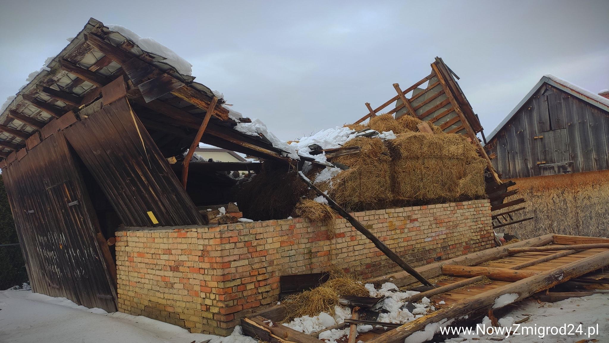 Dach zawalił się pod naporem śniegu - Zdjęcie główne