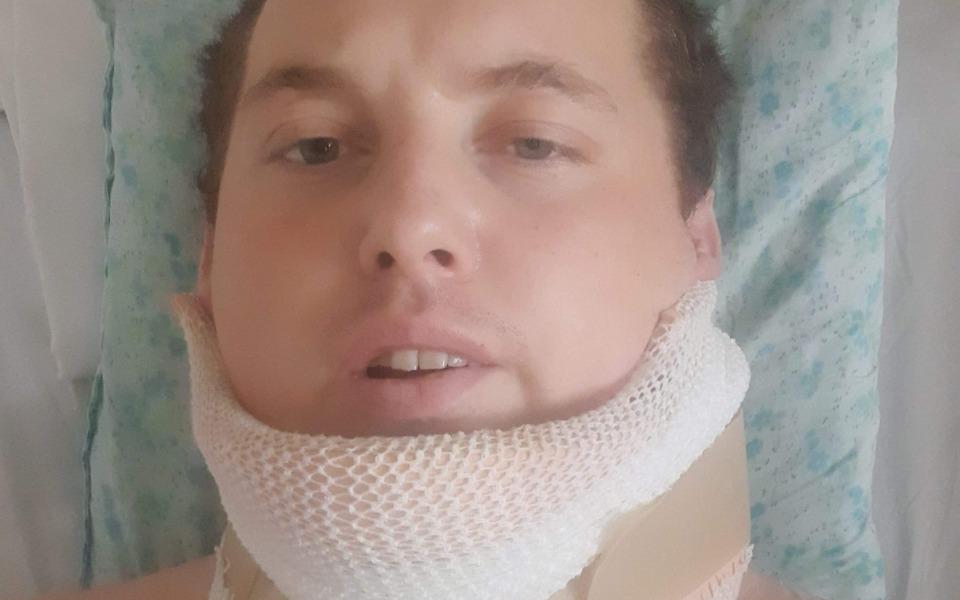 Uszkodził kręgosłup i rdzeń kręgowy. Nie ma czucia od pasa w dół - Zdjęcie główne