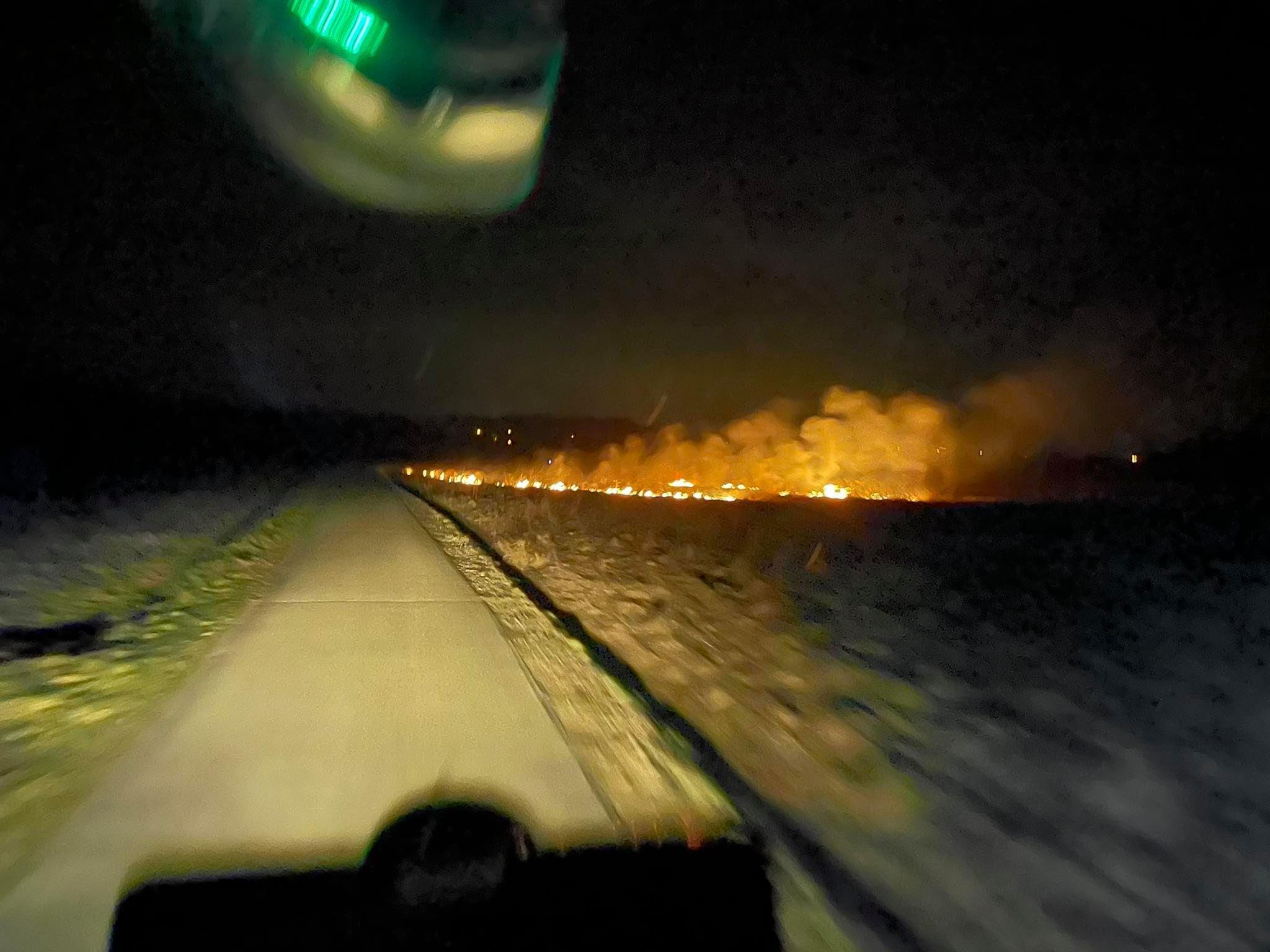 Plaga wypalaczy traw na Podkarpaciu. Strażacy mają pełne ręce roboty [ZDJĘCIA] - Zdjęcie główne