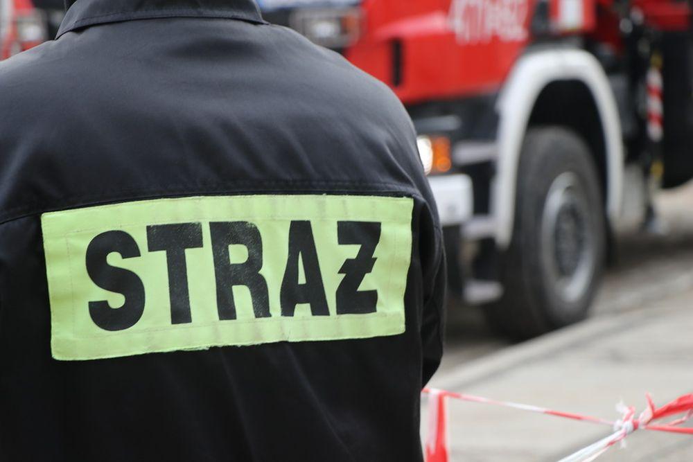 """Pożar domu w Gorzycach! Utrudnienia na krajowej """"77"""" [ZDJĘCIA, AKTUALIZACJA] - Zdjęcie główne"""