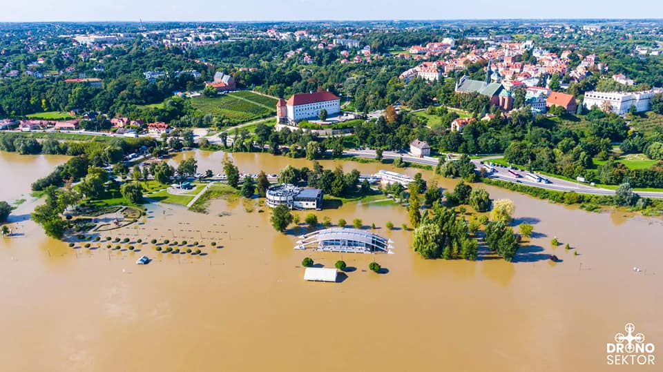 Wielka woda na Wiśle. Zobacz fotografie z lotu ptaka [ZDJĘCIA] - Zdjęcie główne