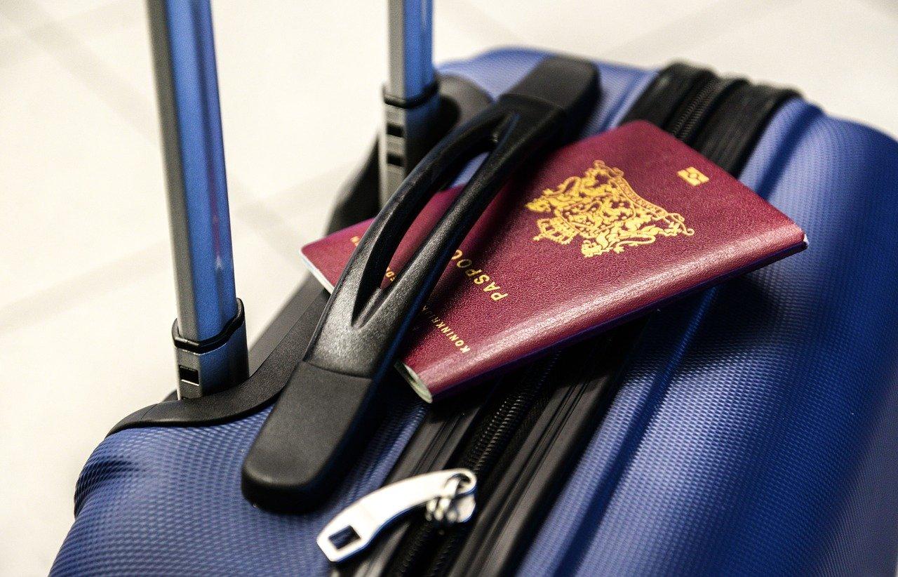 """Paszporty covidowe już od tego lata? Unia Europejska i Polska nie mówi """"nie"""" - Zdjęcie główne"""