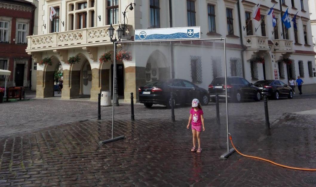 Kurtyna wodna na rzeszowskim Rynku już daje ochłodę - Zdjęcie główne
