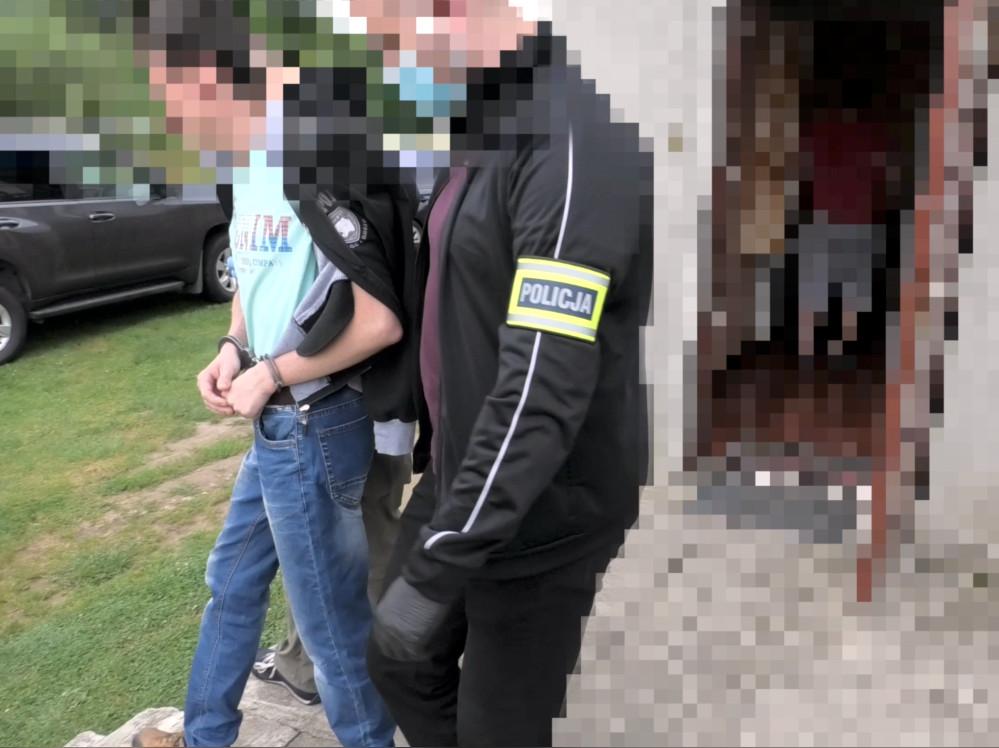 Haker z Podkarpacia wykradł dane kilkuset osób z Profilu Zaufanego [ZDJĘCIA, WIDEO] - Zdjęcie główne