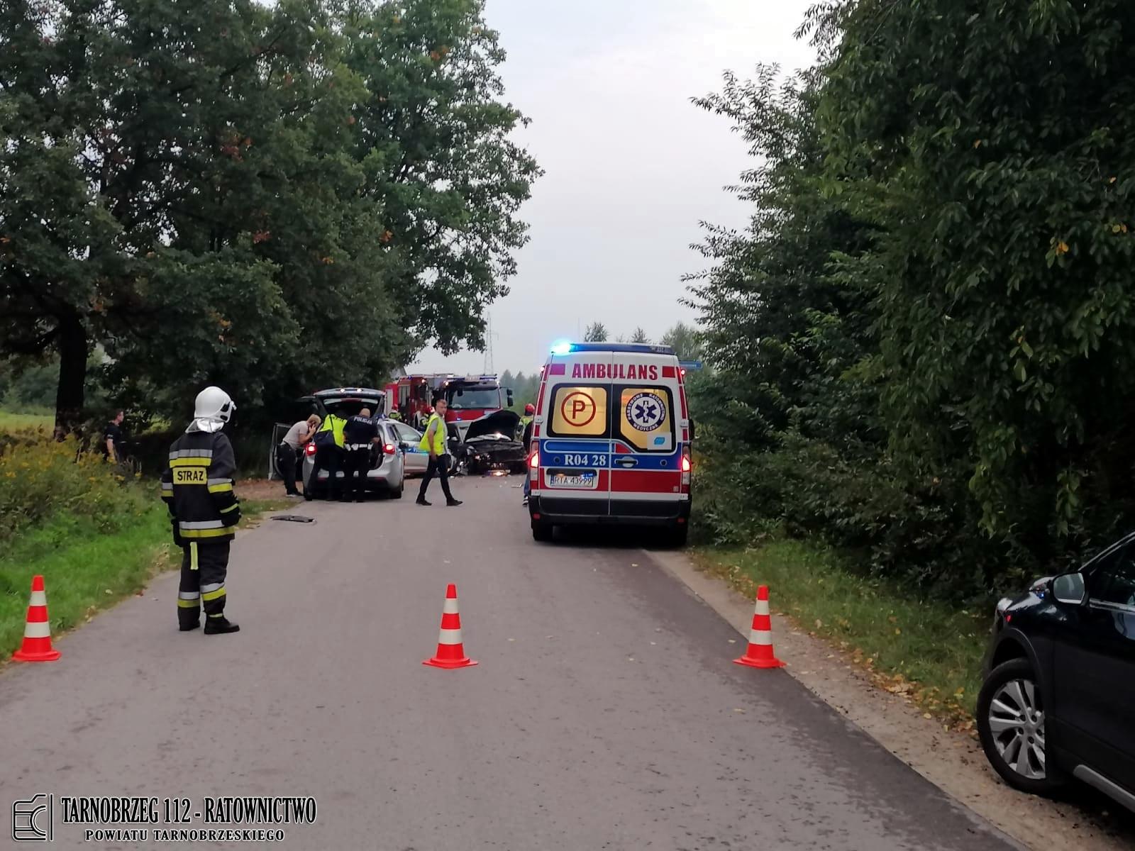 POLICYJNY POŚCIG zakończony wypadkiem! Rozbite dwa pojazdy, cztery osoby ranne! [ZDJĘCIA] - Zdjęcie główne