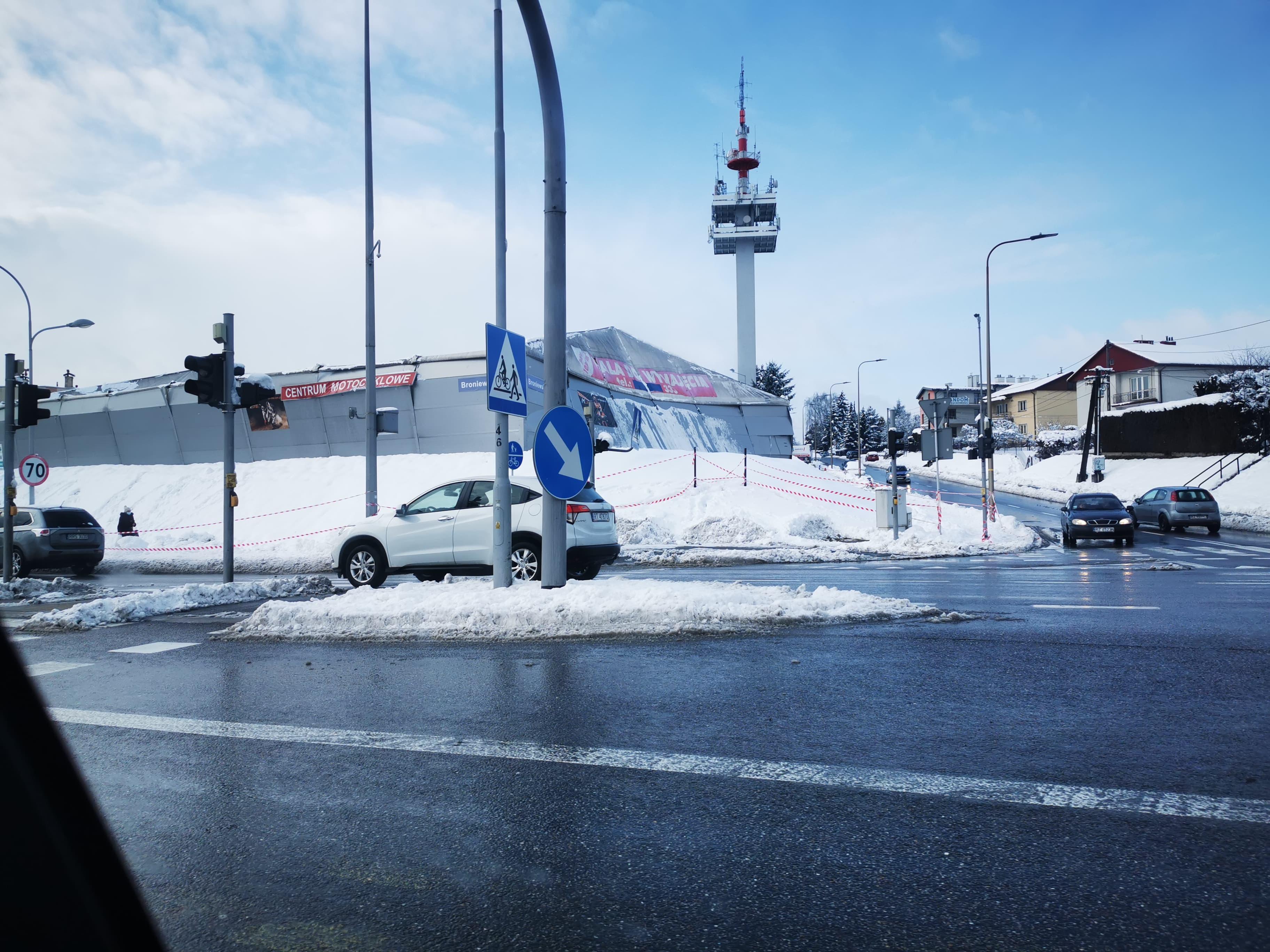 Pod naporem śniegu zawalił się dach magazynu! - Zdjęcie główne