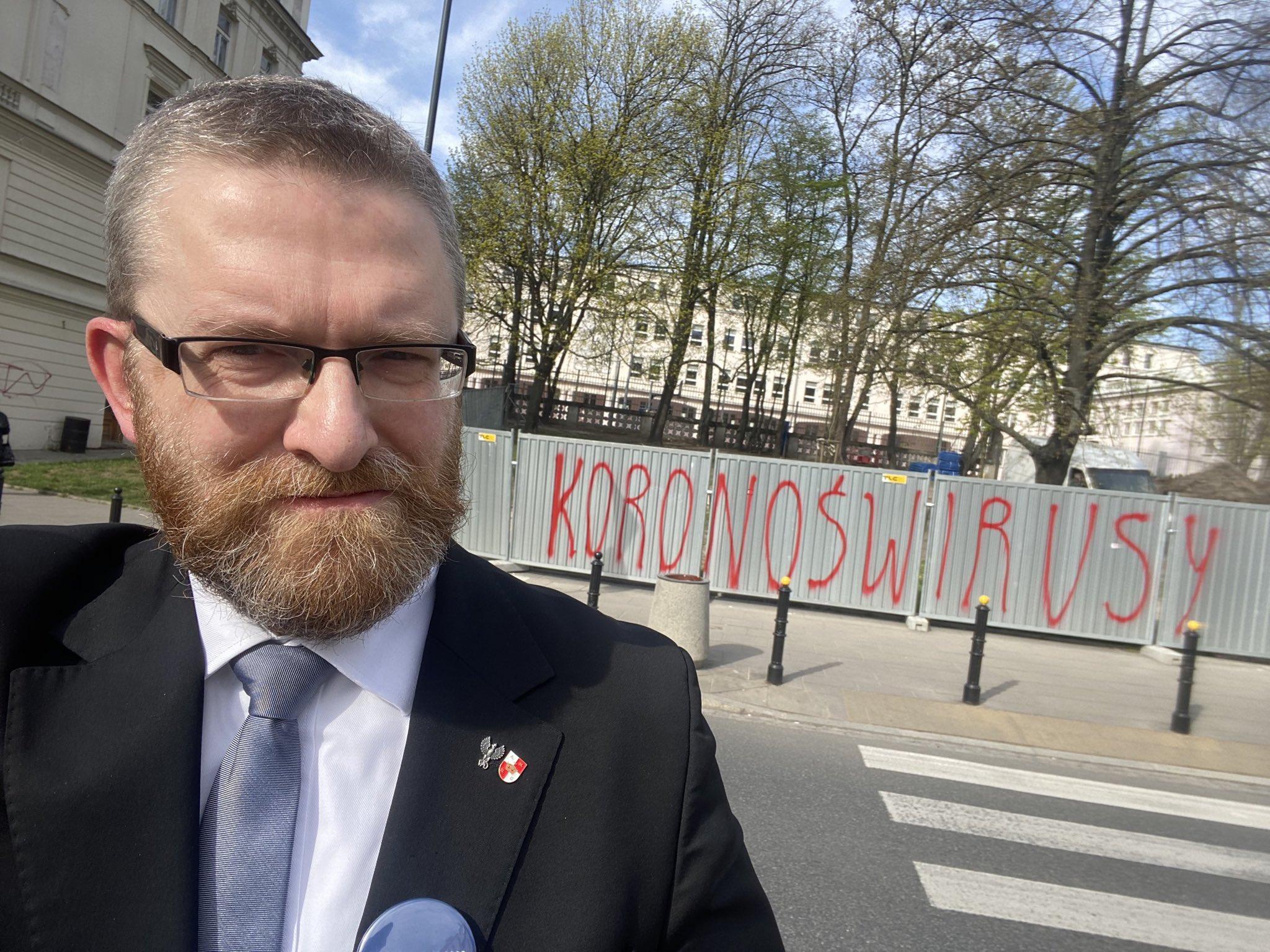 """Grzegorz Braun do lokalnych polityków PiS: """"stanowicie zagrożenie dla życia i zdrowia!"""" - Zdjęcie główne"""