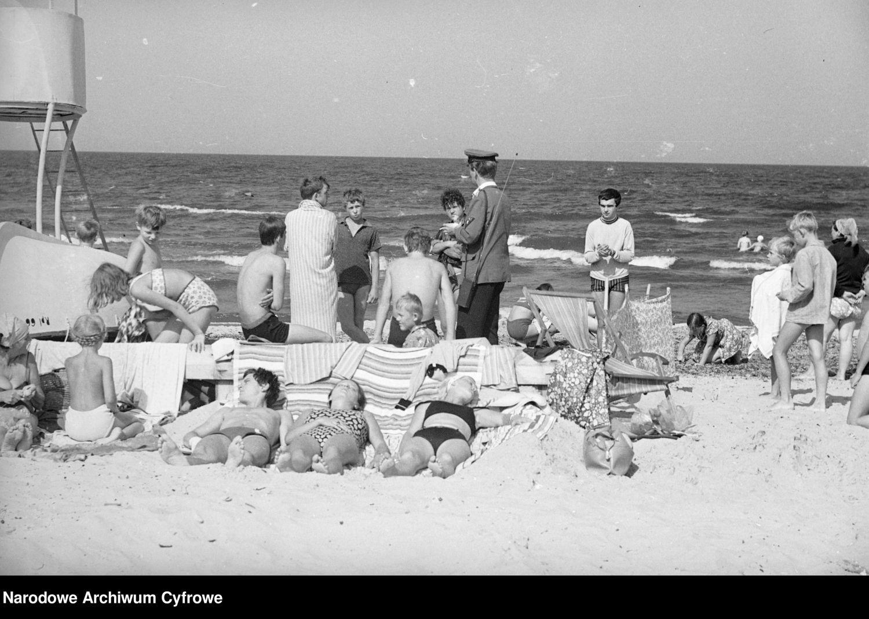 Biwak, góry, morze, kolonie dla dzieci. Zobaczcie unikatowe WAKACYJNE fotografie z PRL-u [ZDJĘCIA] - Zdjęcie główne