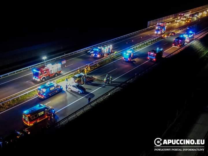KARAMBOL siedmiu pojazdów na autostradzie A4! Droga zablokowana! [AKTUALIZACJA, ZDJĘCIA] - Zdjęcie główne