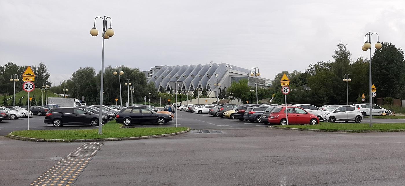 Przy hali Podpromie będzie ponad 1000 miejsc parkingowych. Miasto pracuje nad projektem - Zdjęcie główne