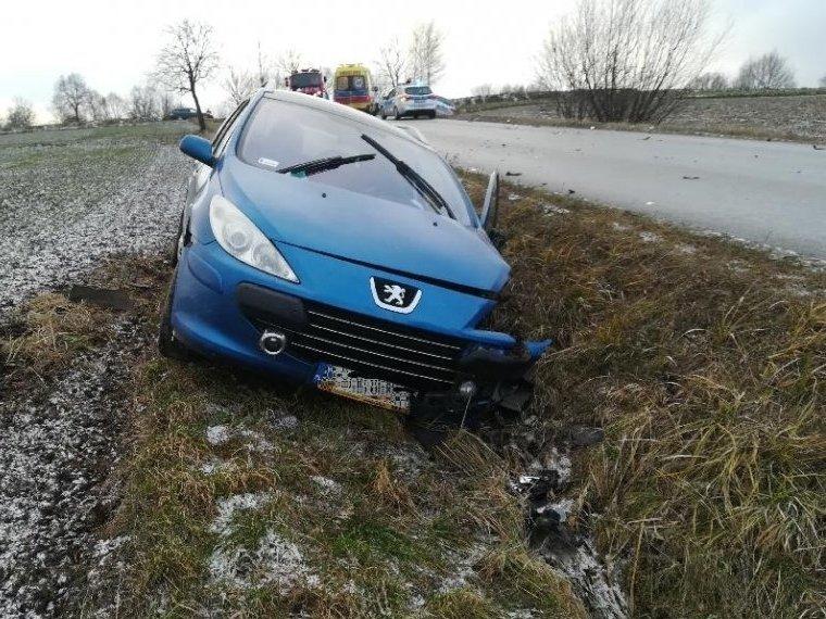 Wypadła z drogi i zderzyła się z Audi. 4-latek w szpitalu - Zdjęcie główne