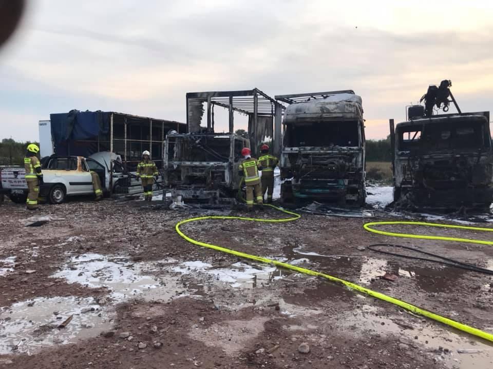 Spłonęły trzy pojazdy ciężarowe. Nowe fakty w tej sprawie - Zdjęcie główne