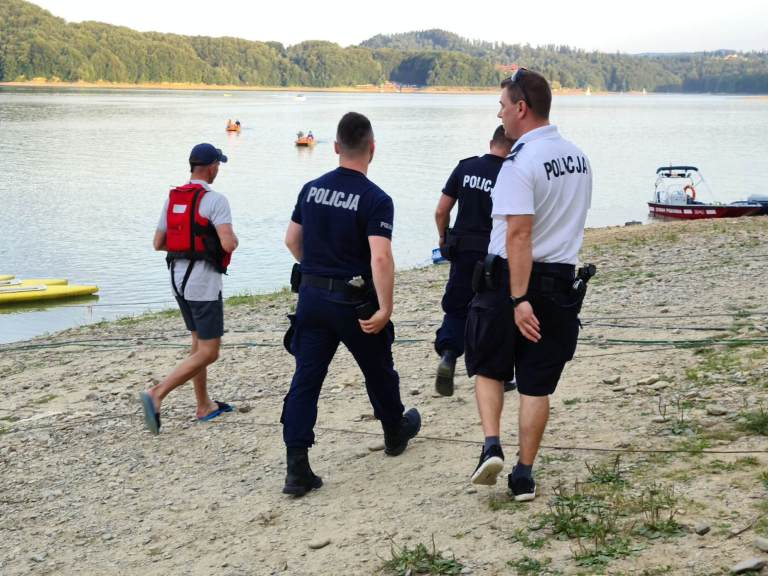 Tragedia na Jeziorze Solińskim. Z wody wyłowiono nastolatka! [NOWE WIDEO] - Zdjęcie główne