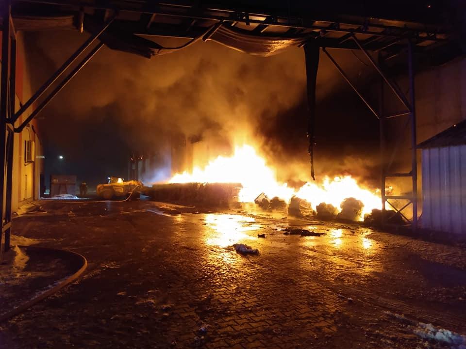 Ogień w sortowni odpadów w Przemyślu [FOTO] - Zdjęcie główne