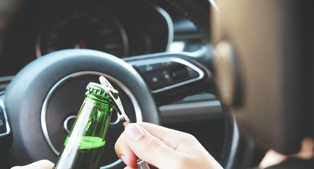 """Rząd szykuje """"bat"""" na pijanych kierowców! Konfiskata samochodu jest brana pod uwagę - Zdjęcie główne"""