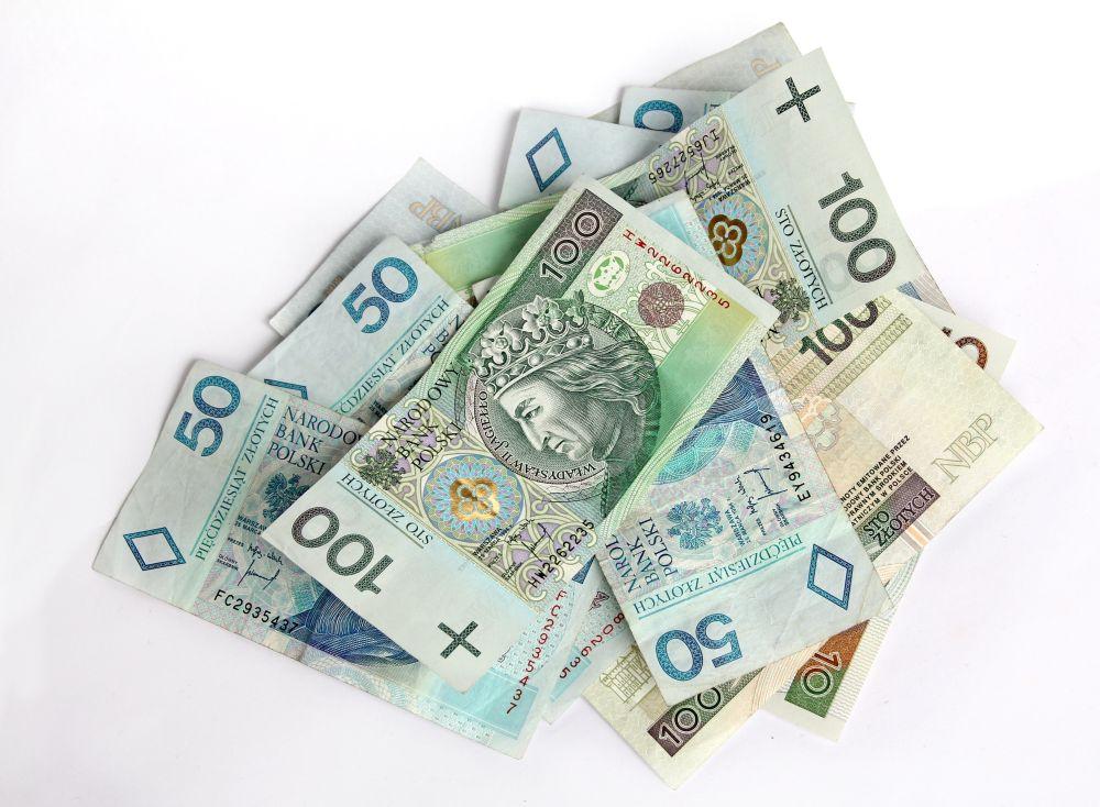 64-latka straciła kilkanaście tysięcy złotych. Myślała, że jej syn spowodował wypadek  - Zdjęcie główne