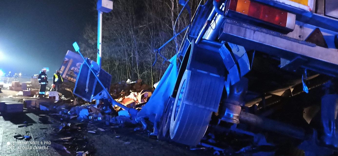Tragiczne w skutkach zderzenie dwóch ciężarówek! [FOTO] - Zdjęcie główne