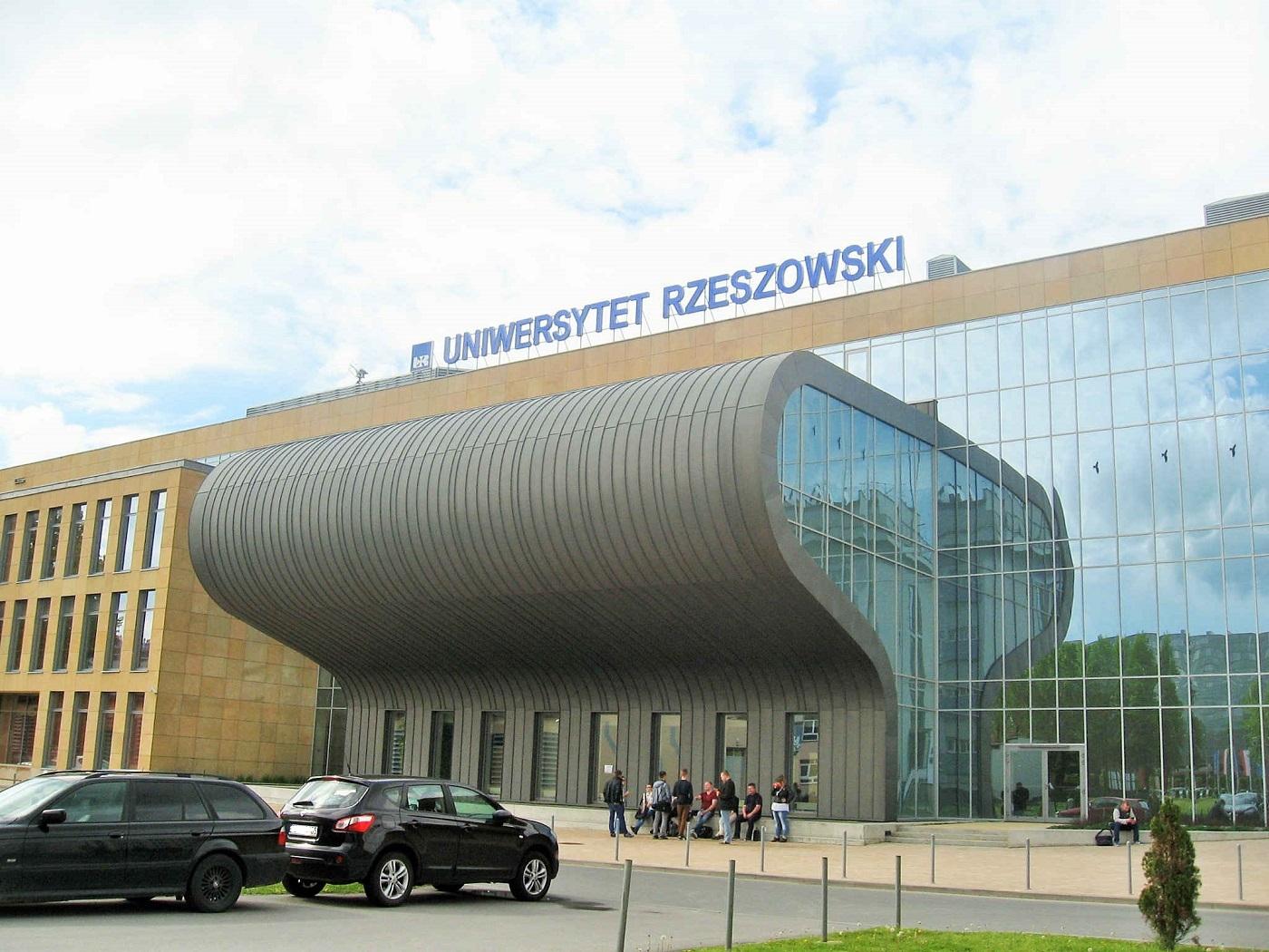 Uniwersytet Rzeszowski przedłuża naukę zdalną. Co z innymi uczelniami? - Zdjęcie główne