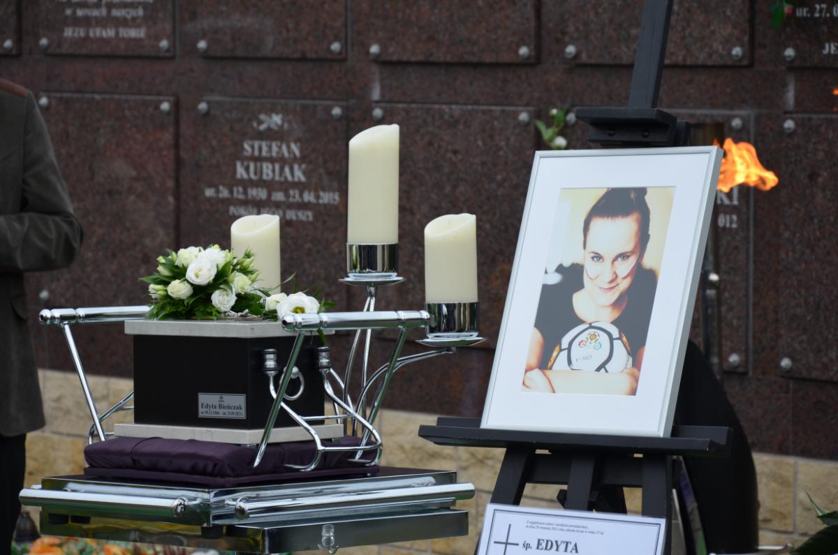 Wzruszające pożegnanie Edyty Bieńczak w rodzinnym Sanoku - Zdjęcie główne