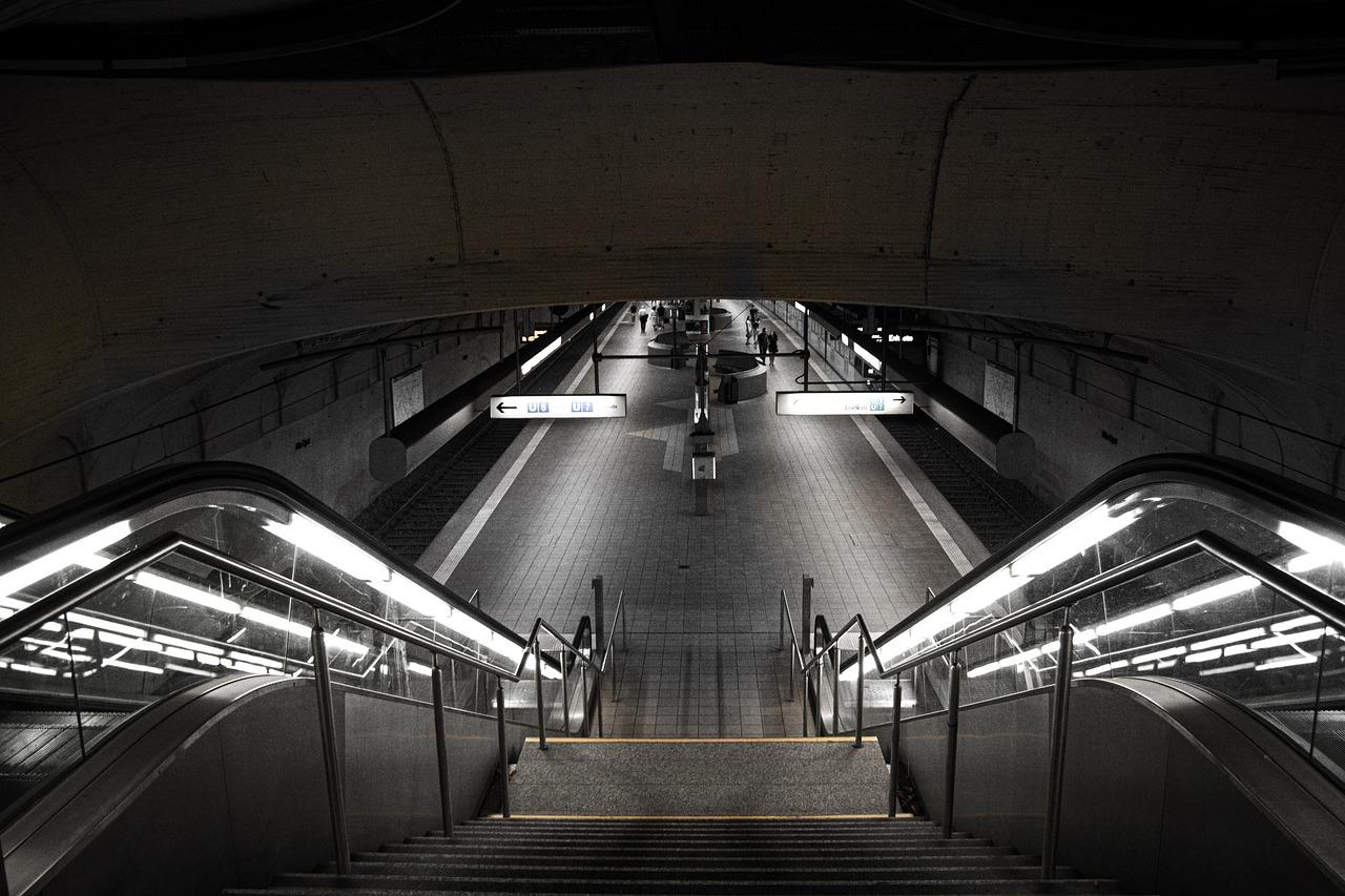 Jazda rowerem tunelem kolejowym? Lepiej nie! - Zdjęcie główne
