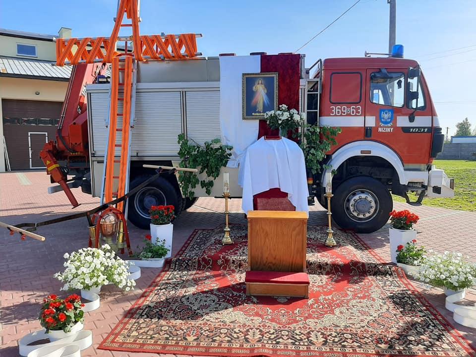 Strażacki ołtarz na Boże Ciało. Tradycja została podtrzymana [ZDJĘCIA] - Zdjęcie główne