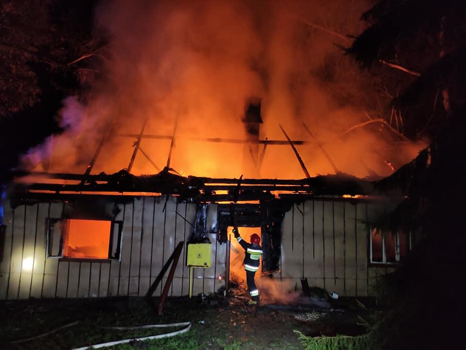 Ogromny pożar drewnianego domu w Nowym Borku [ZDJĘCIA] - Zdjęcie główne