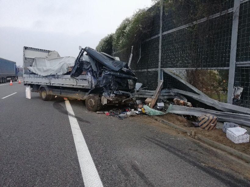 Zderzenie samochodu osobowego z ciężarówką. Autostrada A4 w kierunku Rzeszowa była zablokowana! [AKTUALIZACJA] - Zdjęcie główne