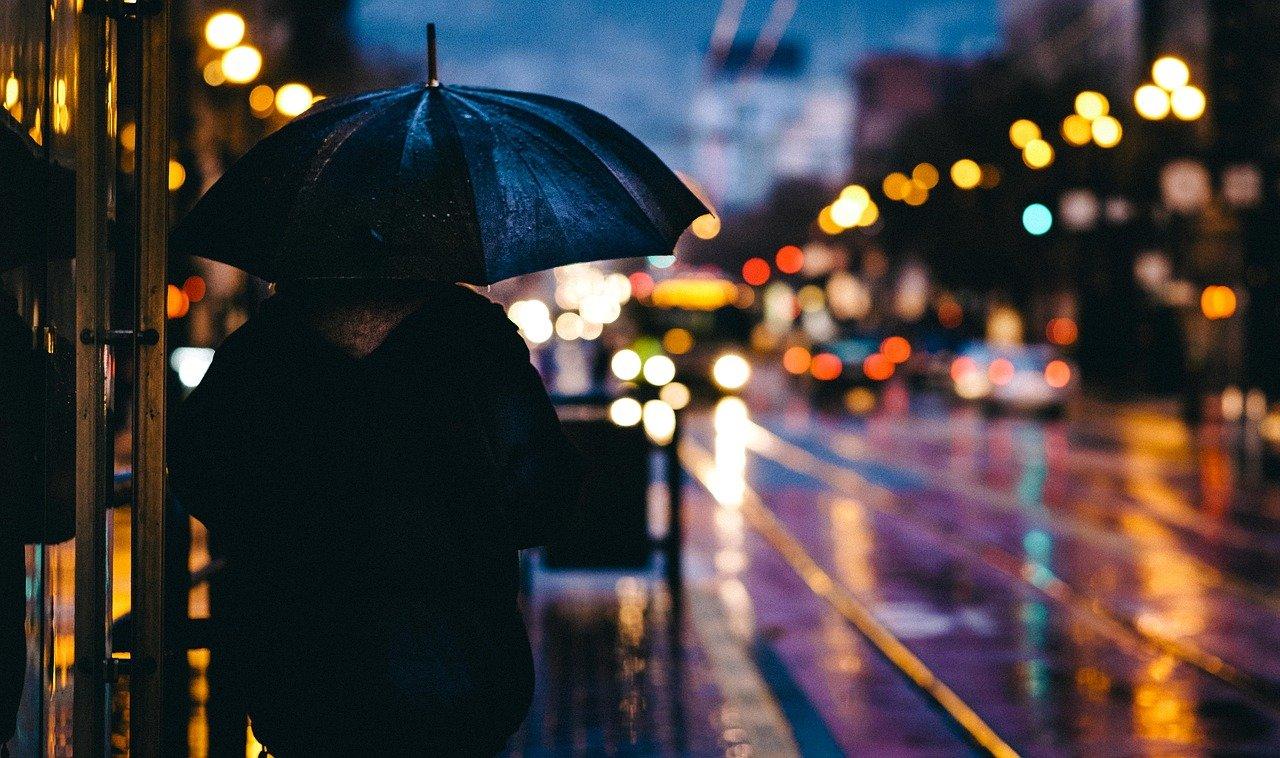 Koniec lata? Przed nami intensywne opady deszczu - Zdjęcie główne