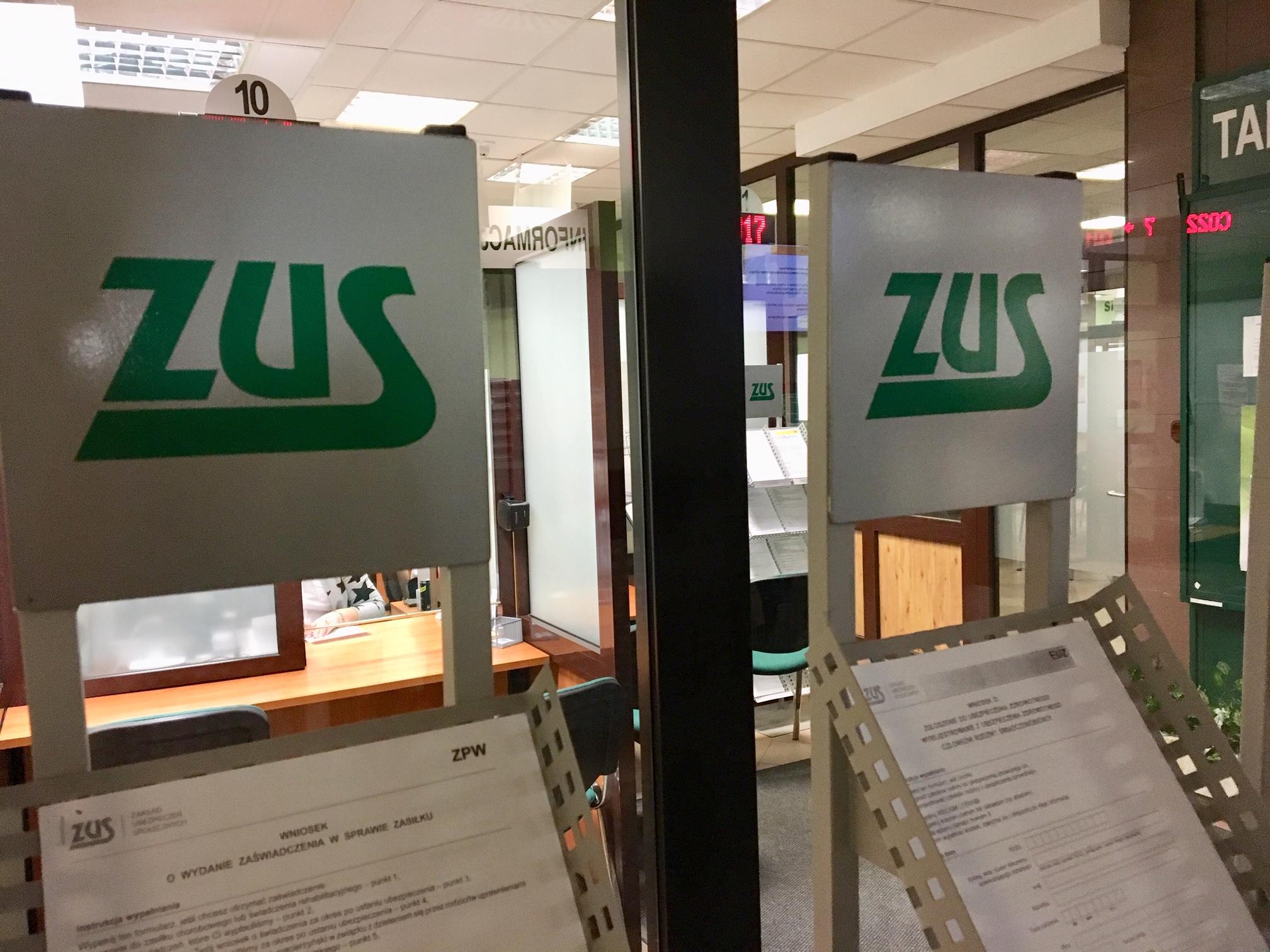 ZUS wprowadza obowiązek rejestracji umowy o dzieło - Zdjęcie główne