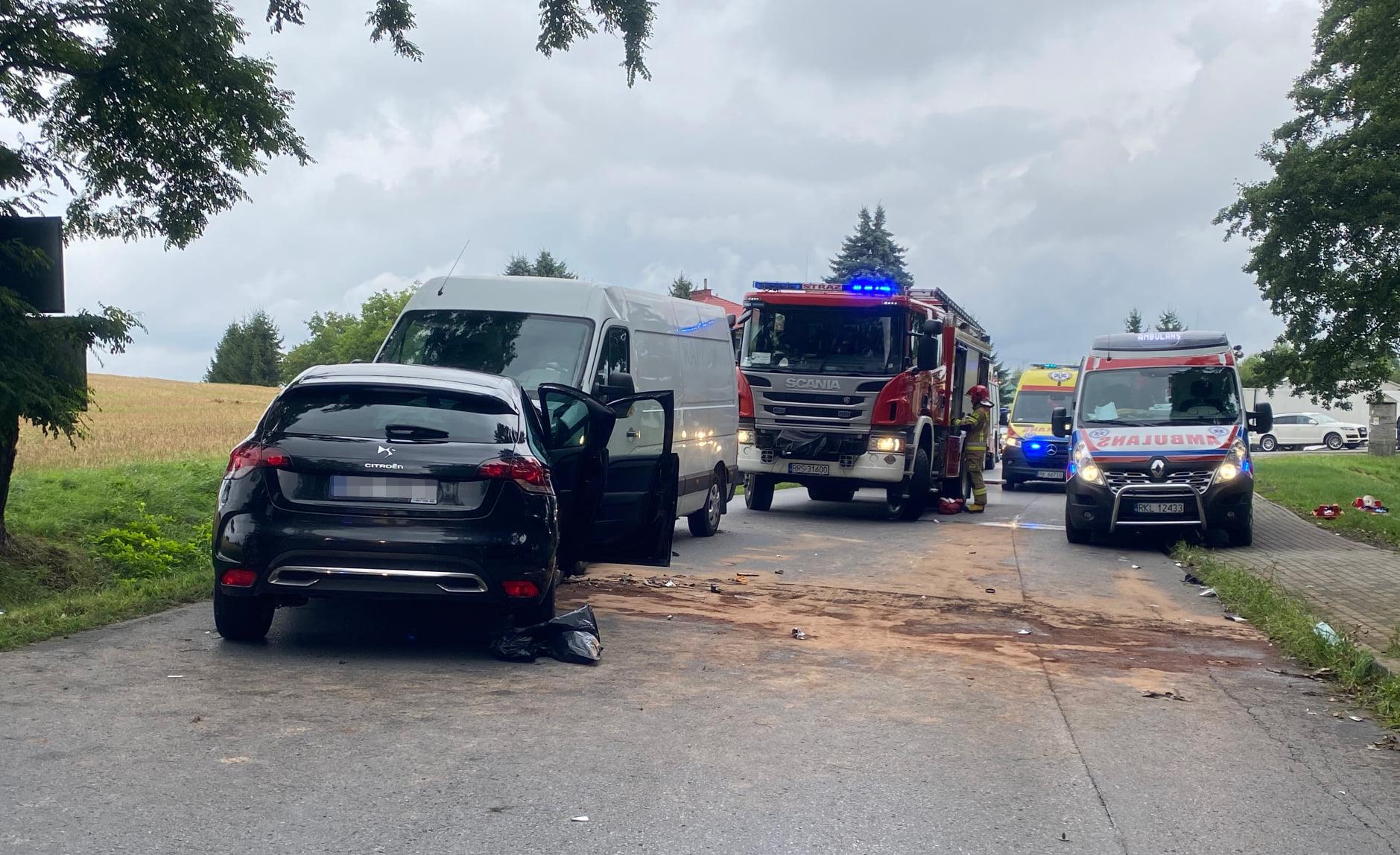 Poważny wypadek pod Sędziszowem Małopolskim! Ranne zostały 4 osoby! - Zdjęcie główne