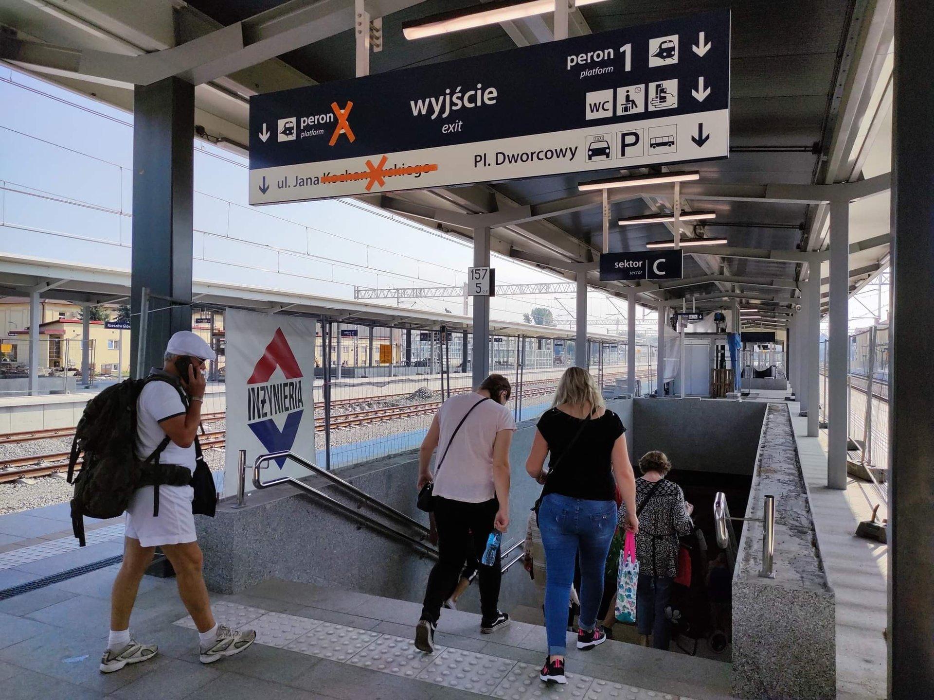 Zboczeniec obnażał się na stacji PKP! - Zdjęcie główne