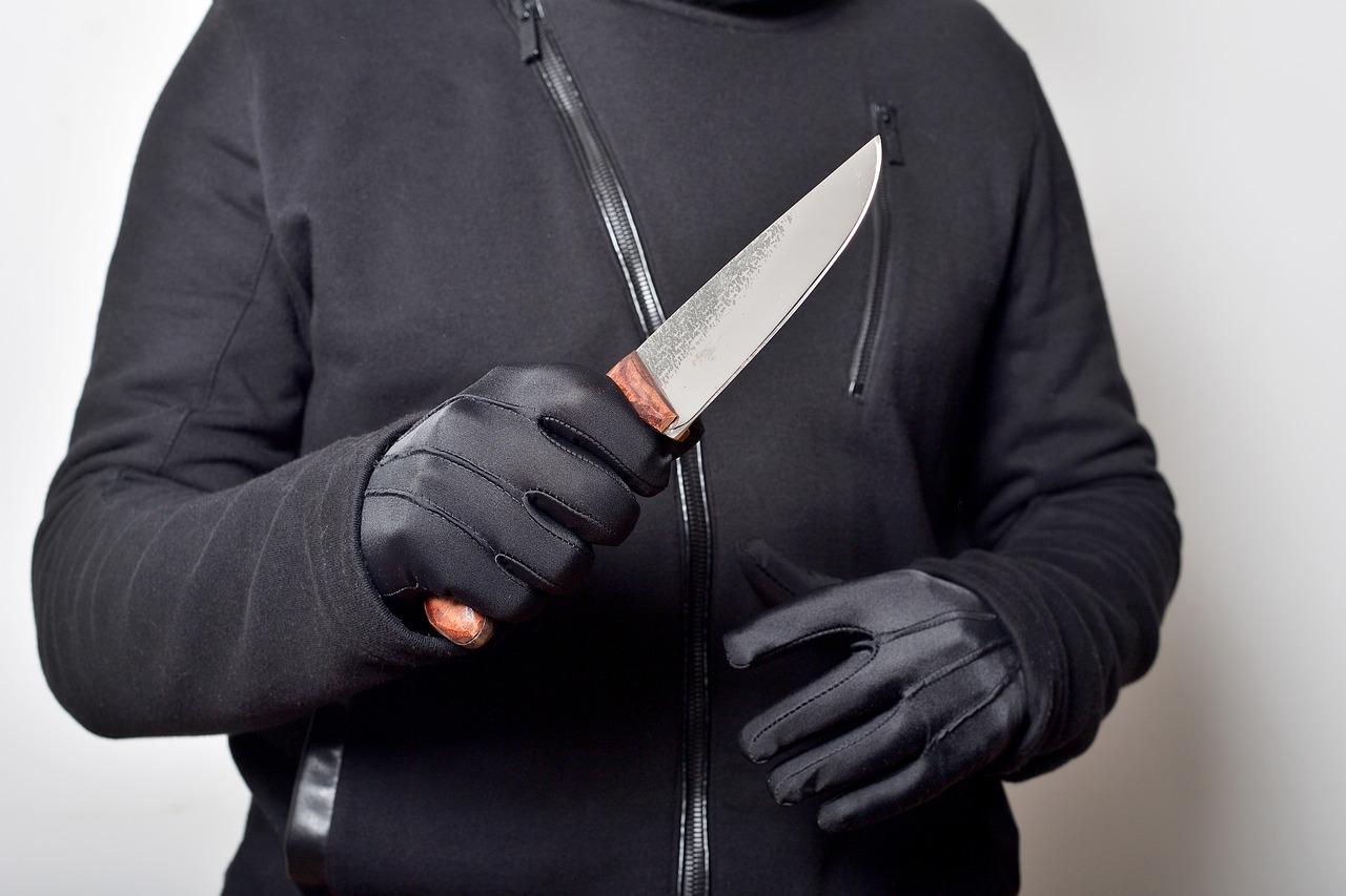 Napadł z nożem na aptekarkę! O co poszło?  - Zdjęcie główne