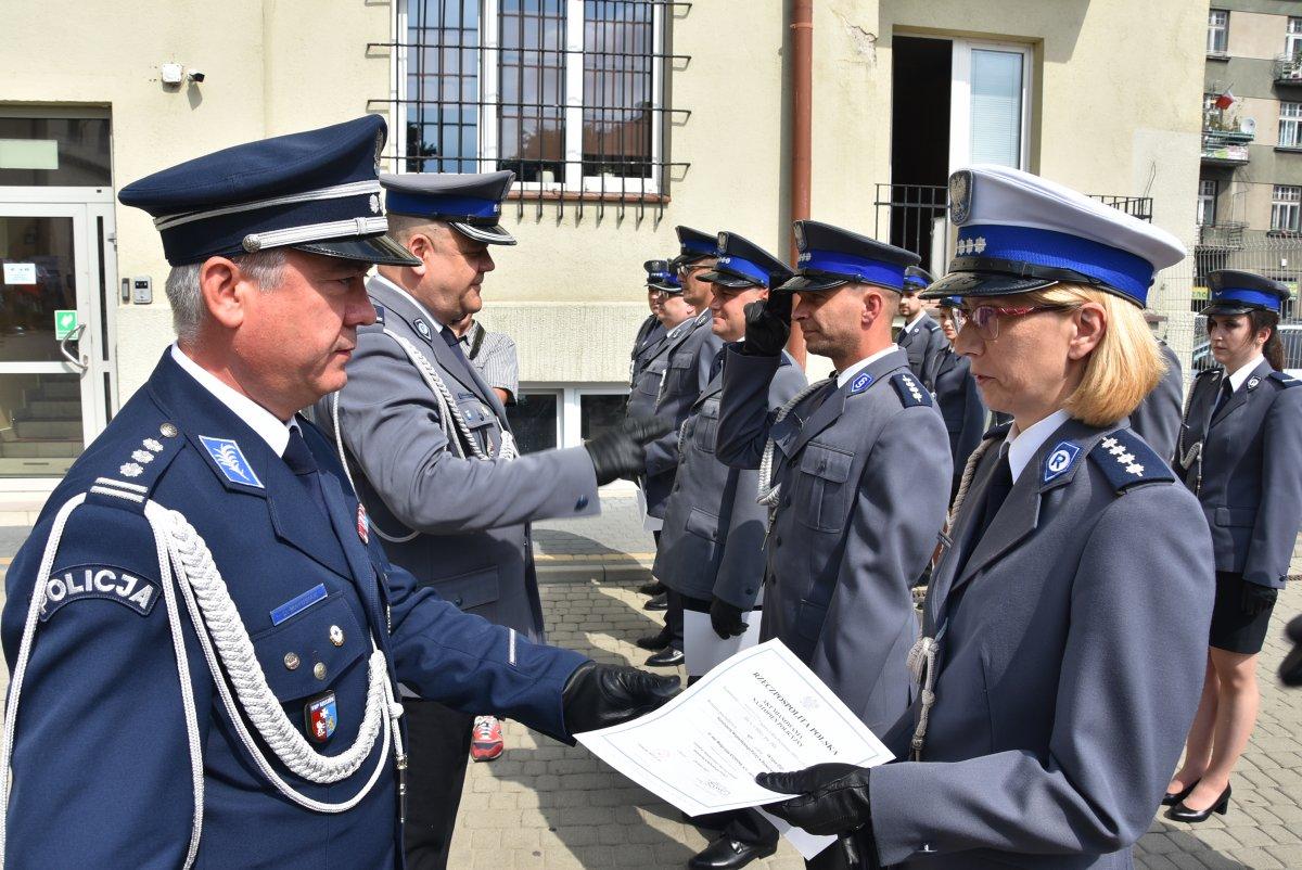 Rzeszowscy policjanci świętowali. Były awanse i pochwały  [ZDJĘCIA] - Zdjęcie główne