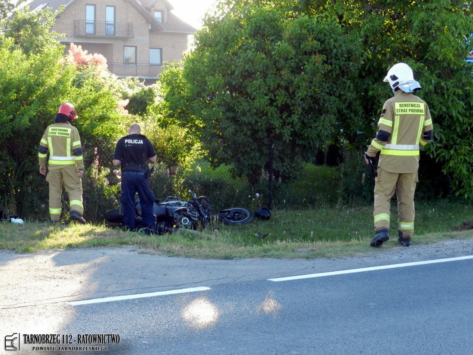 Wypadek na drodze krajowej numer 77! Motocyklista uderzył w pojazd ciężarowy! [ZDJĘCIA] - Zdjęcie główne