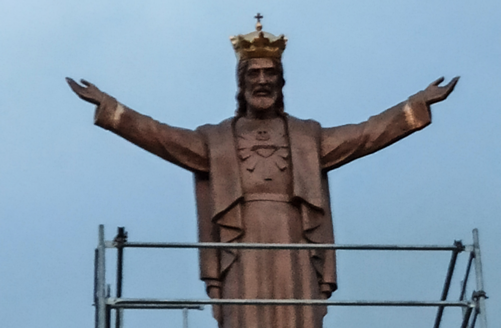 Jasło stanie się sławne jak Świebodzin? Figura Chrystusa staje w mieście [FOTO] - Zdjęcie główne