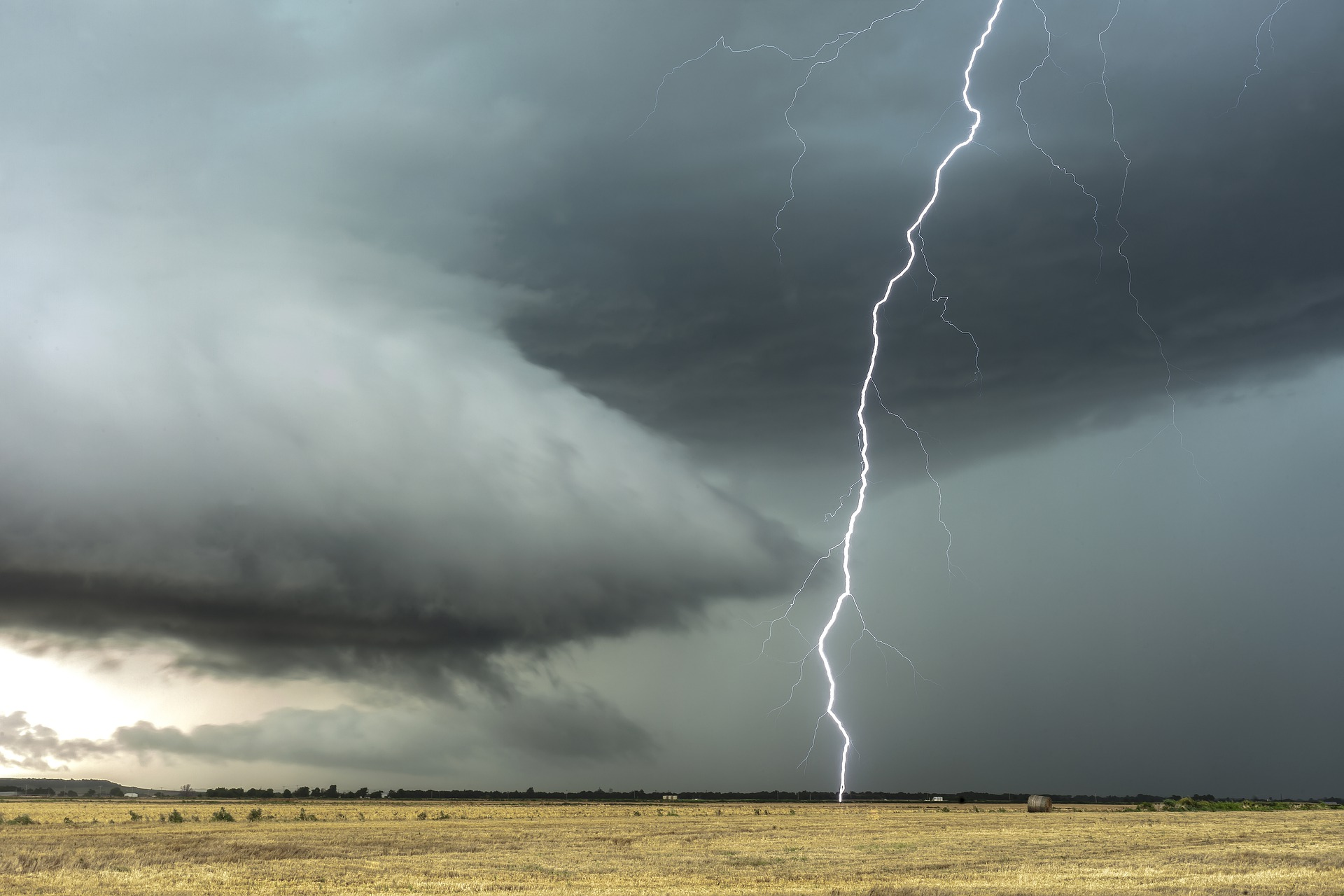 Pogoda Kolbuszowa. Podwójne ostrzeżenie meteorologiczne - Zdjęcie główne