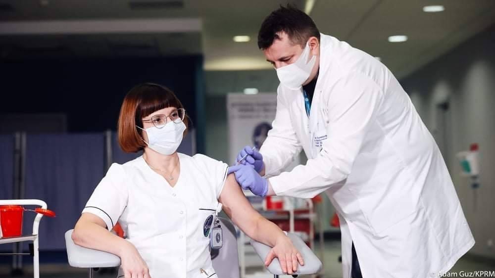 W Polsce rozpoczęła się akcja szczepienia przeciw COVID-19 [FOTO] - Zdjęcie główne