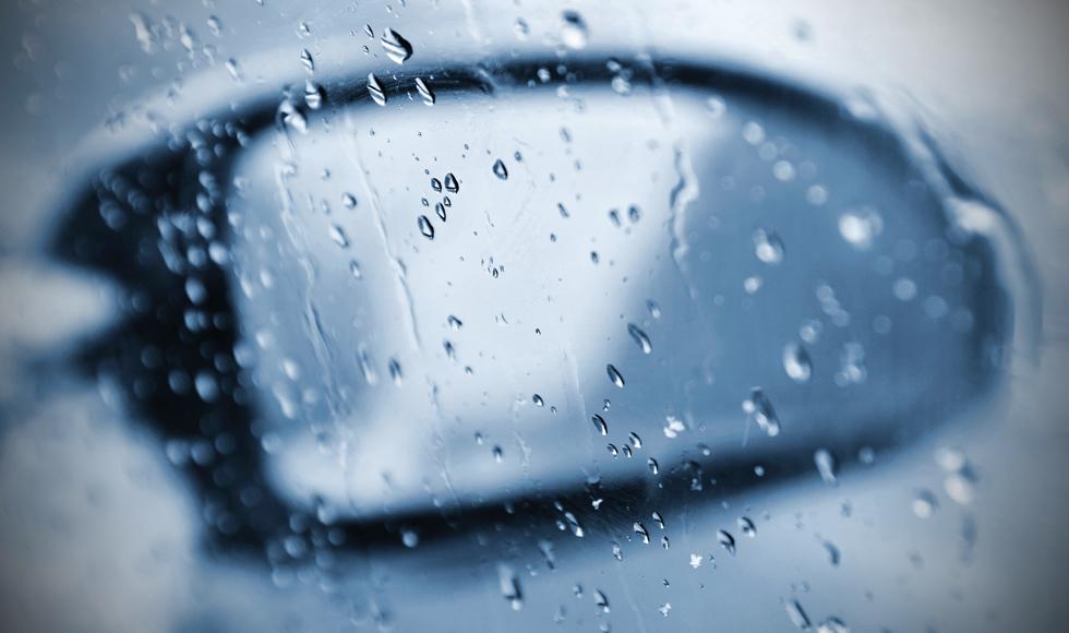 Krótsze dni, deszcz, mgła i zmienne warunki na drodze - policja apeluje o ostrożność - Zdjęcie główne