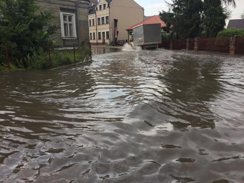 Kolbuszowa. Gwałtowna ulewa 2 sierpnia - zalało ulice i posesje - Zdjęcie główne