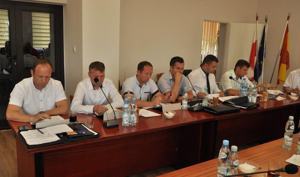 Gmina Cmolas. Radni przeciw wysokim podatkom - Zdjęcie główne