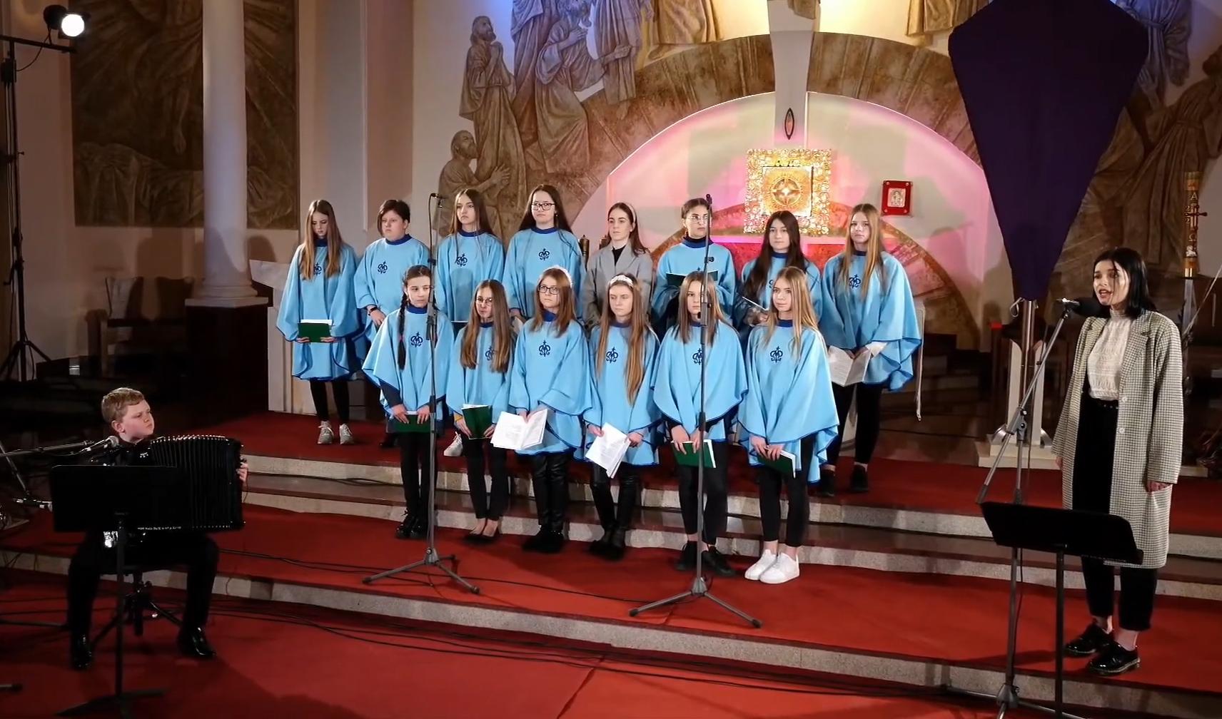 Koncert pasyjny. Pieśni rozbrzmiały w kościele w Zarębkach [WIDEO - ZDJĘCIA] - Zdjęcie główne